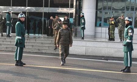 Hé lộ quá trình vượt biên sang Hàn Quốc gây chấn động của một binh sĩ Triều Tiên