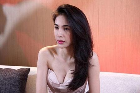 """Những màn khoe ngực táo bạo đến """"đỏ mặt"""" của mỹ nhân Việt - 16"""