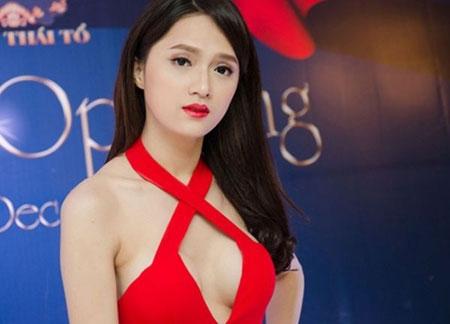 """Những màn khoe ngực táo bạo đến """"đỏ mặt"""" của mỹ nhân Việt - 18"""