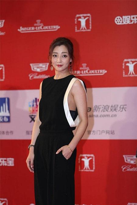 Lưu Diệc Phi diện váy khoét sâu táo bạo bên Song Seung Hun - 5