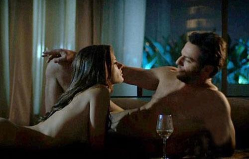 Alessandra Ambrosio cởi đồ trong phim truyền hình đầu tay
