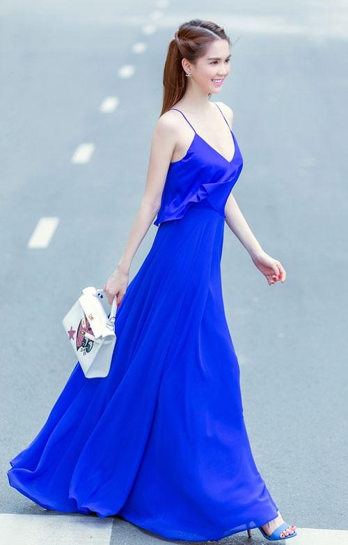 Ngọc Trinh diện váy dây sexy ra phố - 3
