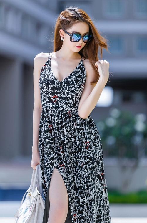 Ngọc Trinh diện váy dây sexy ra phố - 6