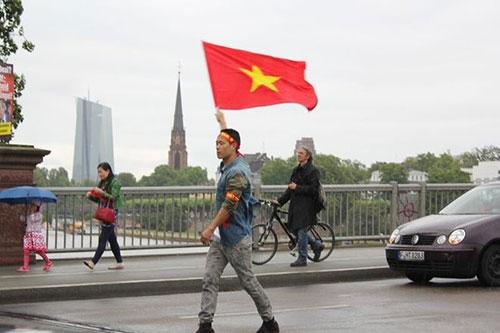 Người Việt ở Đức tiếp tục xuống đường phản đối Trung Quốc ở Biển Đông - 8