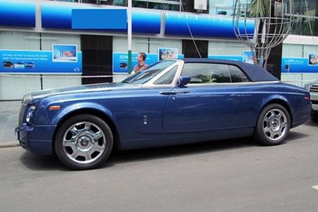 Xe mui trần siêu sang Rolls-Royce trên phố Sài Gòn - 1