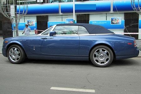 Xe mui trần siêu sang Rolls-Royce trên phố Sài Gòn - 2