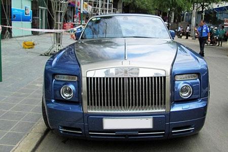 Xe mui trần siêu sang Rolls-Royce trên phố Sài Gòn - 3