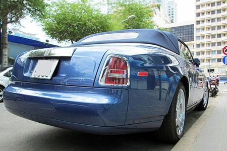 Xe mui trần siêu sang Rolls-Royce trên phố Sài Gòn - 4