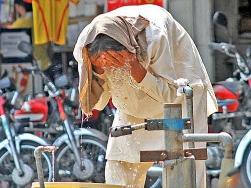 Nắng nóng thiêu đốt, 570 người Pakistan chết - 1