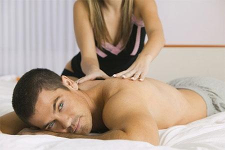 """Phát hiện bạn gái làm nghề massage lại còn """"đi khách"""""""