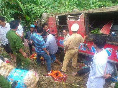 Xe giường nằm rơi xuống vực, hơn 40 người gặp nạn