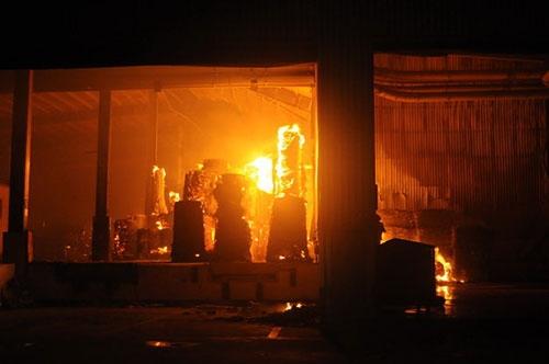30 ngàn m2 kho giấy trong KCN Nhơn Trạch chìm trong biển lửa - 4