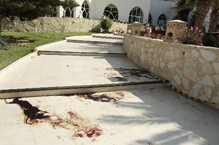 Du khách hai lần thoát chết kể lại vụ tấn công ở Tunisia