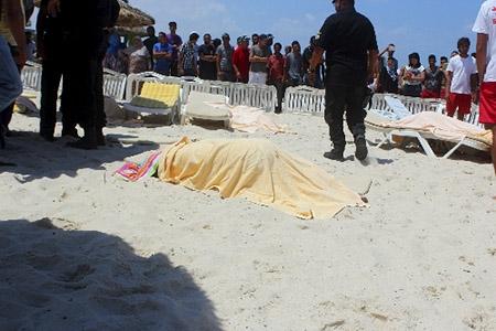 Du khách hai lần thoát chết kể lại vụ tấn công ở Tunisia - 1
