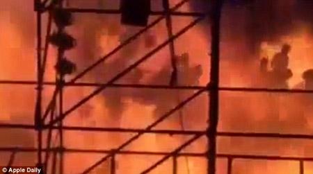 Những hình ảnh sốc về vụ cháy công viên nước khiến hơn 500 người bị thương ở Đài Loan