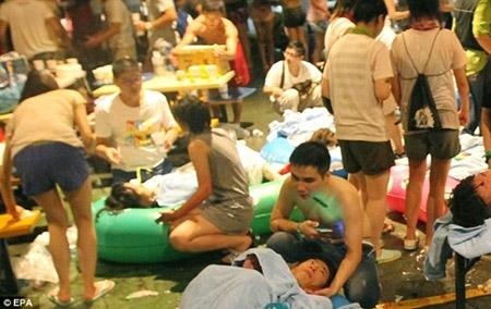 Những hình ảnh sốc về vụ cháy công viên nước khiến hơn 500 người bị thương ở Đài Loan - 1