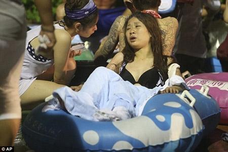 Những hình ảnh sốc về vụ cháy công viên nước khiến hơn 500 người bị thương ở Đài Loan - 4