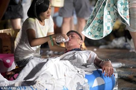 Những hình ảnh sốc về vụ cháy công viên nước khiến hơn 500 người bị thương ở Đài Loan - 9