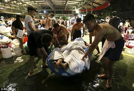 Những hình ảnh sốc về vụ cháy công viên nước khiến hơn 500 người bị thương ở Đài Loan - 11