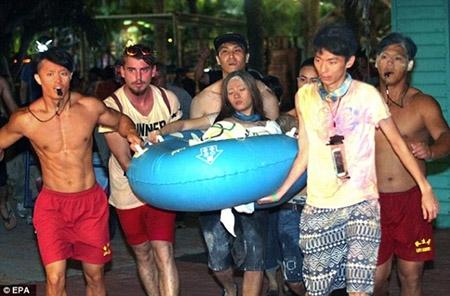 Những hình ảnh sốc về vụ cháy công viên nước khiến hơn 500 người bị thương ở Đài Loan - 14