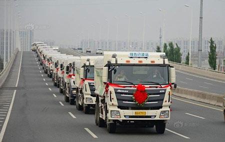 Chú rể dẫn theo 36 chiếc xe tải rước nàng về dinh - 1