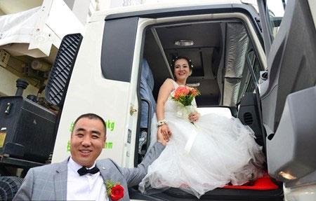 Chú rể dẫn theo 36 chiếc xe tải rước nàng về dinh - 4