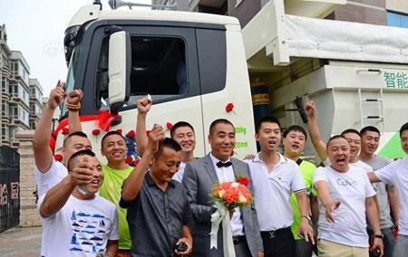 Chú rể dẫn theo 36 chiếc xe tải rước nàng về dinh - 5