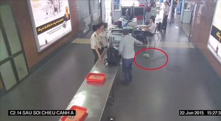 Hành khách ném lọ cà mắm tại sân bay bị phạt 750.000 đồng