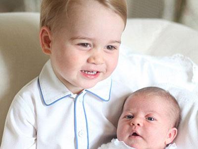 Hoàng tử nhí Anh Quốc đáng yêu trong lễ rửa tội của em gái