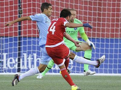 Lee Nguyễn ghi bàn duy nhất, hạ đội của Villa, Pirlo, Lampard