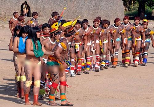 Cuộc sống bí ẩn của bộ tộc thổ dân khỏa thân hoàn toàn ở rừng Amazon - 5