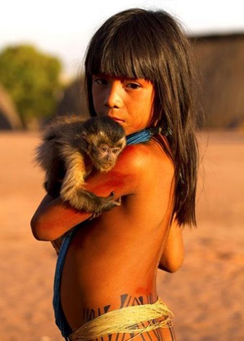 Cuộc sống bí ẩn của bộ tộc thổ dân khỏa thân hoàn toàn ở rừng Amazon - 7