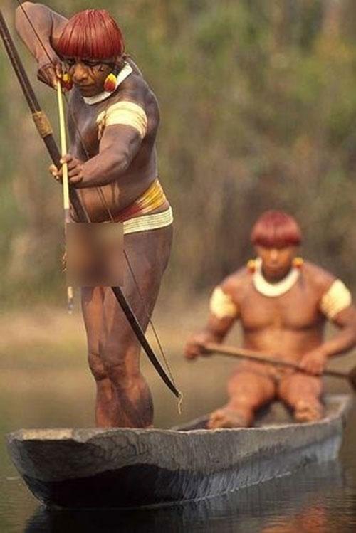 Cuộc sống bí ẩn của bộ tộc thổ dân khỏa thân hoàn toàn ở rừng Amazon - 8