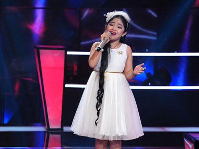 Bé 9 tuổi chinh phục ca khúc khó của Trịnh Công Sơn