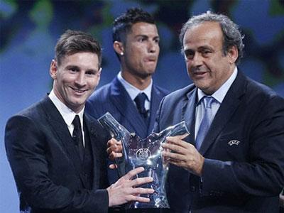 Diễn biến thái độ của Ronaldo khi Messi nhận giải Cầu thủ xuất sắc nhất châu Âu