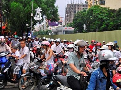Sẽ bỏ hẳn thu phí sử dụng đường bộ với xe máy