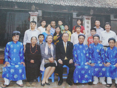 Chuyến thăm lặng lẽ nhà thờ Phan Huy Chú của ông Ban Ki-moon