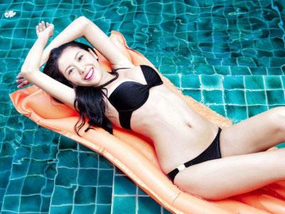 Những khoảnh khắc bikini tuyệt đẹp của Á hậu Thúy Vân