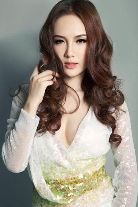 """Ca sĩ Phương Linh: """"Đàn ông thường sợ phụ nữ đẹp, giàu và nổi tiếng"""""""