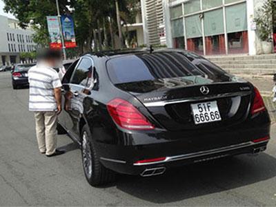 Xe siêu sang Mercedes-Maybach S600 mang biển giả ngũ 6 tại Sài Gòn