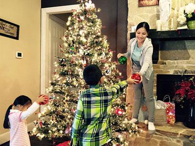 Gia đình sao Việt rộn ràng trang trí nhà cửa đón Noel