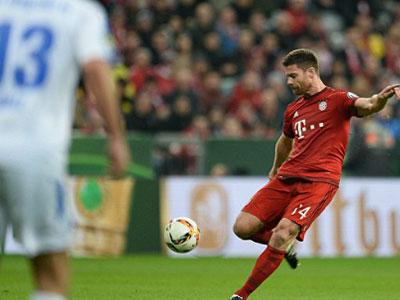 Xabi Alonso lập siêu phẩm, Bayern vào tứ kết Cup quốc gia