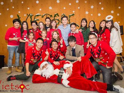 Người Việt hòa mình đón không khí Giáng sinh tại nước ngoài