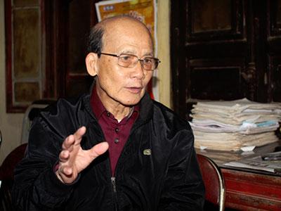 NSƯT Phạm Bằng 85 tuổi vẫn lái xe máy đi diễn