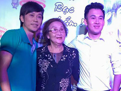 Mẹ đi xem show ủng hộ anh em Hoài Linh, Dương Triệu Vũ