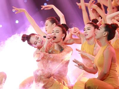 Clip: Team Hoàng Thùy Linh trình bày ca khúc
