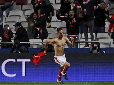 Ứng viên Giày vàng châu Âu tỏa sáng cho Benfica