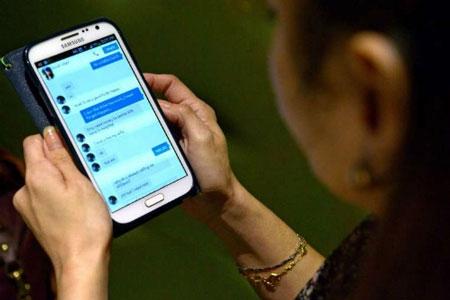 Giấu chồng hẹn hò trên Facebook, bà nội trợ bị lừa 20.000 đôla