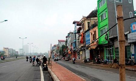 Cột điện bằng cọc tre trên đường nghìn tỷ ở Hà Nội