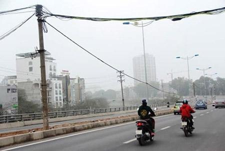 Cột điện bằng cọc tre trên đường nghìn tỷ ở Hà Nội - 3